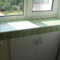 Холодильник под окном – удобно и практично
